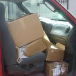 Varias cajas con volantes de propaganda política contra el PRI y sus candidatos fueron descubiertas por policías municipales.