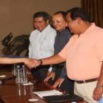 El rector de la Universidad Autónoma de Coahuila, Mario Alberto Ochoa Rivera, entregó reconocimientos a alumnos y maestros destacados de la Unidad Norte