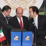 El secretario de Gobernación Alejandro Poiré, entregó el sexto y último informe del presidente Felipe Calderón, el pleno recibió formalmente el documento