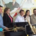 La secretaria de Cultura en el Estado, Ana Sofía García Camil, entrego dos instrumentos (saxofón y trombón) mediante convenio de colaboración entre el ayuntamiento y la secretaria. (Foto: www.elmatamorense.com)