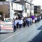 En una multitudinaria manifestación celebrada en la Plaza Mayor, los maestros refrendaron su compromiso de seguir luchando por la escuela pública y por el respeto a sus derechos laborales. (Foto Enrique Proa Villarreal).