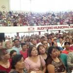 Cientos de familias se reunieron en el Auditorio Municipal para exigir solución a su problema de tener a sus difuntos en un panteón que está cerrado por causa de una inundación. (Foto Enrique Proa Villarreal.