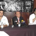 El periodista Pedro Ferriza de Con en conferencia de prensa.