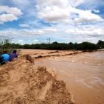 Baja considerablemente el agua que transita por el Rio Aguanaval. (Foto Enrique Proa Villarreal).