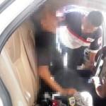 En el interior del vehículo, fue encontrado Alfredo Vaquera tras ser agredido con un arma de fuego por sujetos desconocidos.