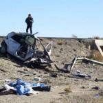 Los tripulantes se salieron de la unidad, terminando sus cuerpos tirados sobre la tierra a unos metros del vehículo siniestrado.