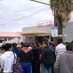 Maestros en protesta se manifiestan a las afueras de recaudación de rentas en Matamoros. (Foto: www.elmatamorense.com)
