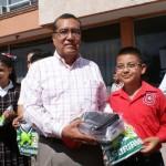 Erik Norberto Sánchez Vázquez, alumno de quinto grado de la escuela Cristóbal Díaz, quien fue elegido para asumir el cargo de alcalde por un día. Al cual como premio se le otorgo una tableta electrónica, una bicicleta y una playera del Santos Launa