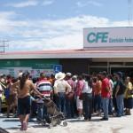 Afectados por altos cobros de luz, reclaman a CFE en Matamoros. (Foto: www.elmatamorense.com)