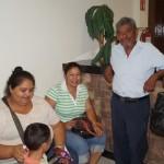 Diversos habitantes del ejido El Cambio se dieron cita la mañana de este martes en la Presidencia Municipal para solicitar obras de pavimentación en la comunidad rural. (Foto: El Matamorense Digital)
