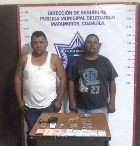 Lorenzo Hernández Argumedo y José Gómez Ríos fueron detenidos por posesión de droga además de circular con placas sobrepuestas.