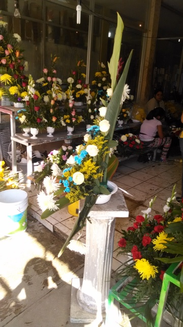 Los floristas locales esperan un incremento en sus ventas con motivo de la celeración del Día de Muertos.