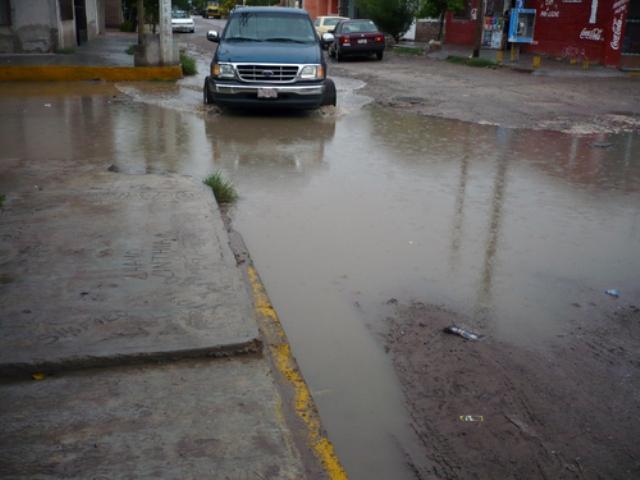Ocasionan encharcamientos de aguas negras en la colonia Gustavo Díaz Ordaz de Matamoros.