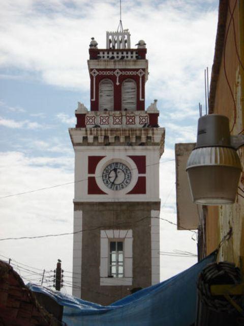 Dijo que había informado que se invertirían recursos de los parquímetros para la reparación total del reloj, así como de varias luminarias.