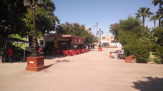 Ciudadanos señalan la recurrente falla del alumbrado público en la Plaza de Armas de esta ciudad.