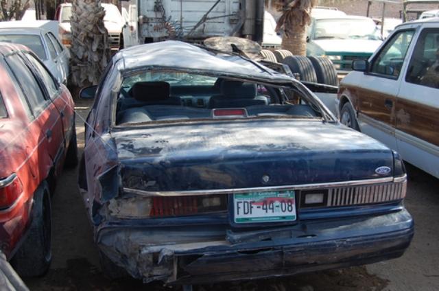Con golpes leves resultaron los tres jóvenes que tripulaban el Ford Ghia que volcó.