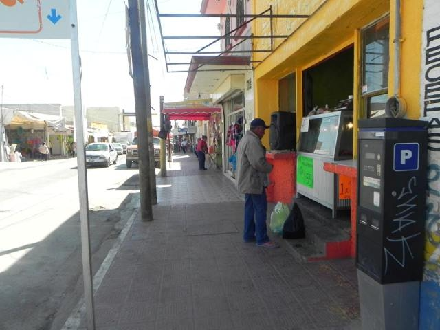 Roban auto estacionado en el Centro de Matamoros, su propietario lo encontró después, ya sin bocinas ni estéreo.