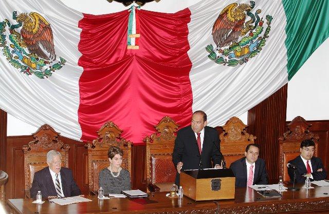 Empleo, seguridad e inversión, caracterizaron el Tercer Informe del Gobernador Rubén Moreira.