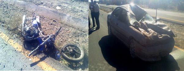 El accidente ocurrió en la carretera San Pedro-Cuatro Ciénegas, los vehículos involucrados una motocicleta y un auto sedan.