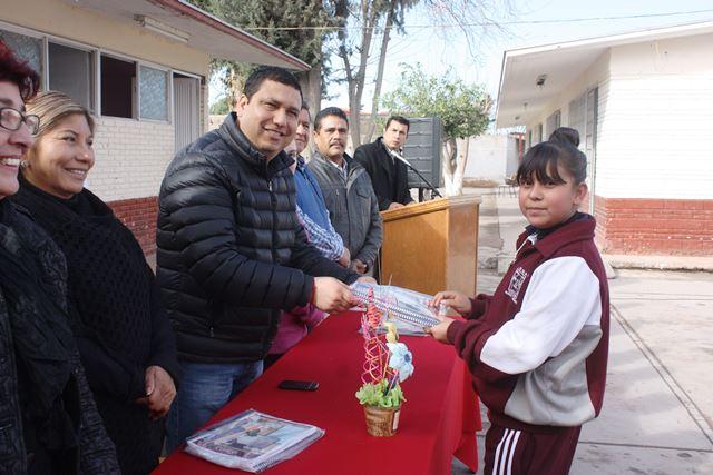 El Programa Municipal de Útiles Escolares, tiene contemplado llegar a 25 mil alumnos de nivel básico, medio superior y superior, a la fecha se han distribuido 6 mil 500 paquetes.