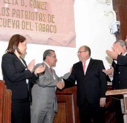 """Inscriben en el Muro de Honor del Congreso de  Coahuila la frase: """"A los Patriotas de la Cueva del Tabaco"""""""